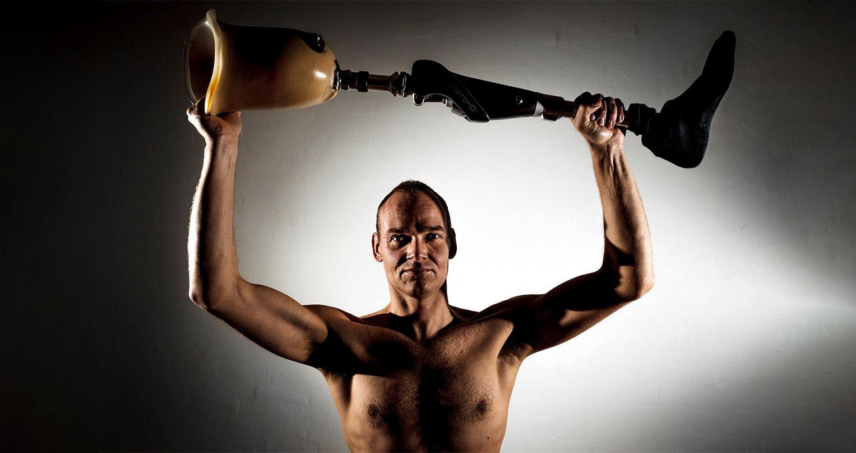 Mød Danmarks eneste Ironman med ét ben. En bog om Gert Rune